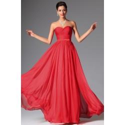 Červené plesové jednoduché šaty bez ramínek se srdíčkovým výstřihem