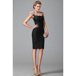 Překrásné velmi slušivé noblesní černé malé šaty hojně zdobeny flitry s průsvitným dekoltem s květinovou aplikací