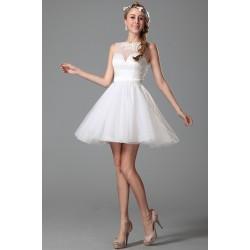 Nové tylové okouzlující a ojedinělé bílé šaty pro nevěstu nebo družičku s výraznější aplikací na zádech