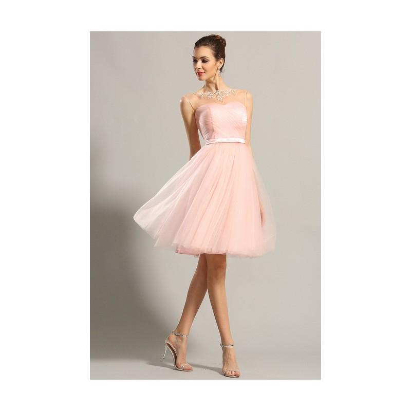ac1364f57eea Společenské půvabné dívčí světle růžové krátké šaty z tylu a průsvitným  zdobeným dekoltem ...