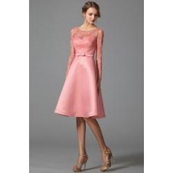 Společenské krátké půvabné a velmi ženské starorůžové šaty s dlouhým průsvitným rukávem