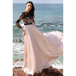 Společenské světle růžové půvabné šaty s dlouhým rukávem a krajkovou výšivkou zdobeným živůtkem