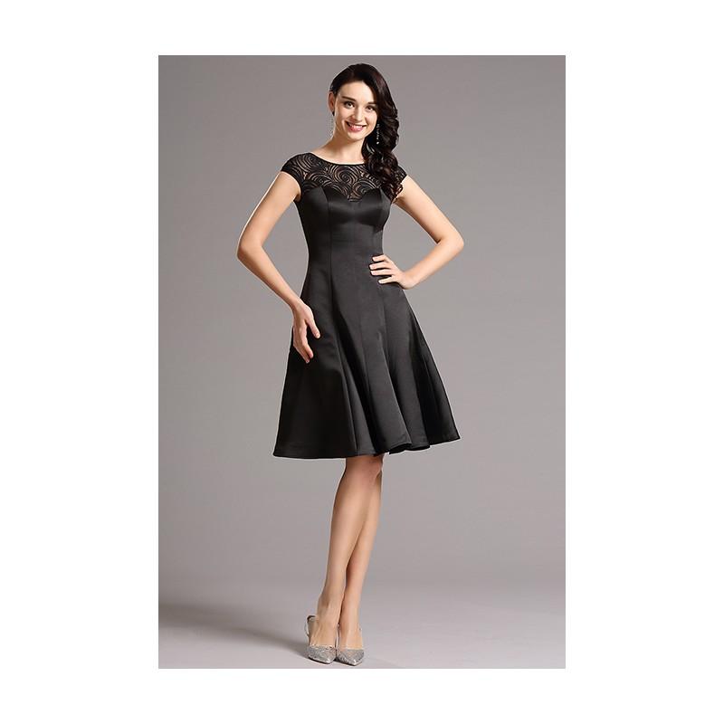 Velice luxusní černé koktejlky s průsvitným krajkovým dekoltem a  kloboučkovým rukávkem 1719d442278