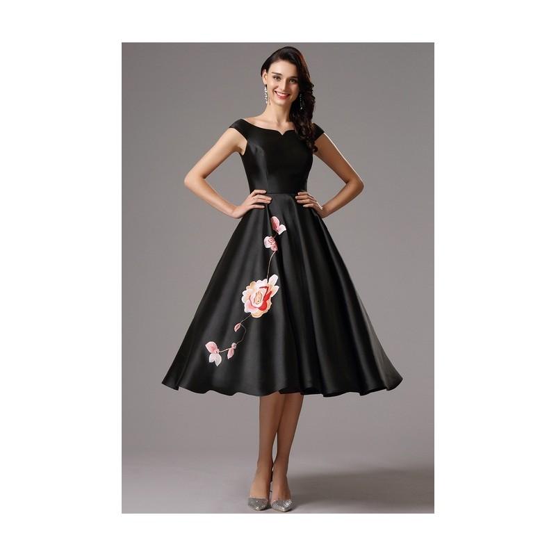 Společenské nádherné černé šaty s unikátní květinovou výšivkou na sukýnce 2493c62cf9