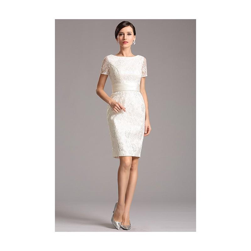d637f5bf1fae Společenské krátké velice půvabné celokrajkové bílé pouzdrové šaty ...