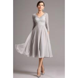 Krajkové společenské světlounce šedé půvabné šaty pod kolena s dlouhým rukávem