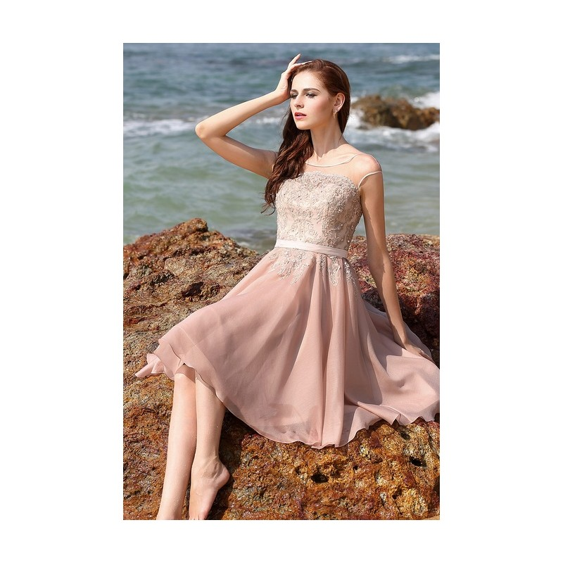 Půvabné nádherné elegantní světle růžové krátké šaty s ručně zdobeným  živůtkem 6bc48e1c86