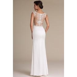Svatební přitažlivé bílé šaty s vysokým rozparkem a krásně zdobeným topem na zádech