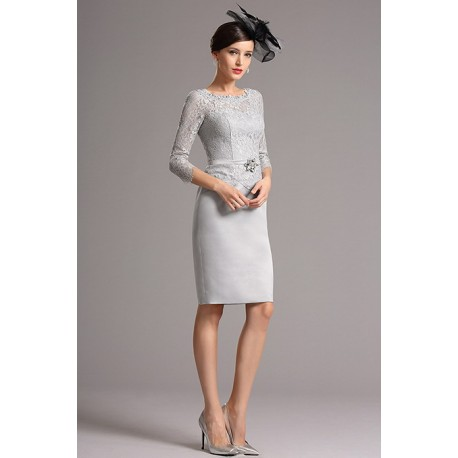 9963e95742fb Společenské půvabné šedé krajkové krátké šaty s delším rukávem a páseček se  zdobnou sponou