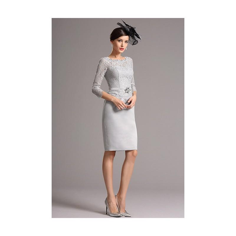 da37633f845f Společenské půvabné šedé krajkové krátké šaty s delším rukávem a páseček se  zdobnou sponou ...