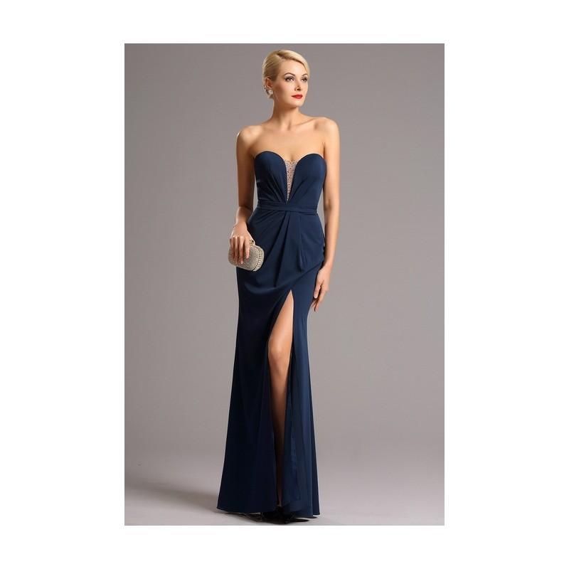 658fa386c02 ... Společenské elegantní tmavě modré dlouhé šaty bez ramínek s rafinovaným  zdobeným průsvitným prvkem v dekoltu ...