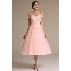 Společenské půvabné romatnické světle růžové šatičky s tylovou sukní a spadlými sexy ramínky