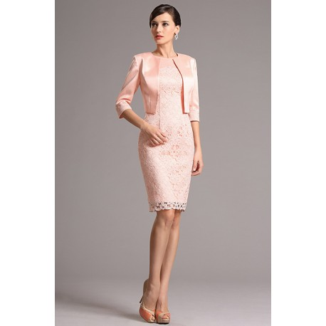 Půvabné nádherné světle růžové krajkové koktejlky se saténovám kabátkem