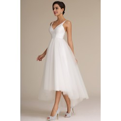 Jednoduché ojedinělé krátké bílé šatičky s tylovou asymetrickou sukní a saténovým živůtkem