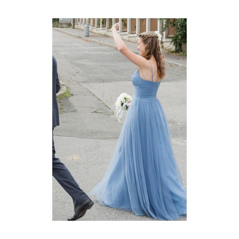 4e56ea8a8e02 ... Nové půvabné jednoduché společenské tylové modré šaty na úzká ramínka  ...