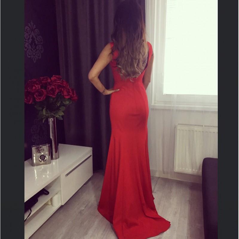 6f0672c4440a ... Společenské velice elegantní a minimalistické červené dlouhé šaty s  průsvitným tylem v dekoltu