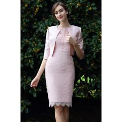 Velice půvabné světle růžové celokrajkové šaty s vinage knoflíčky a krátkým kabátkem