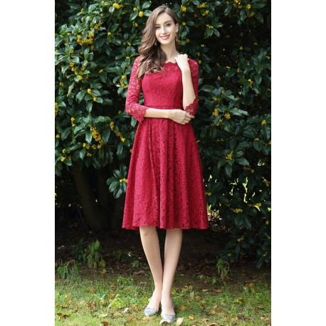 Společenské okouzlující krátké velmi slušivé tmavě červené celokrajkové šaty  s dlouhým rukávem 329e9ef1b8