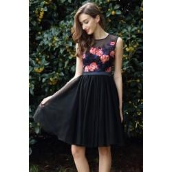 Společenské krátké ojedinělé černé tylové šatičky s krajkovou barevnou výšivkou zdobeným topem