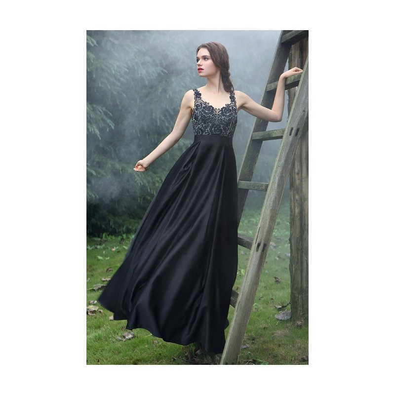 ... Společenské uhrančivé černé dlouhé šaty s velkou sukní a tylovým  krajkou zdobeným topem ... 99602855fa0