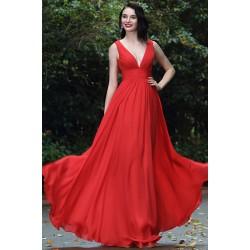 Společenské jednoduché červené dlouhé šaty s hlubokým véčkovým výstřihem
