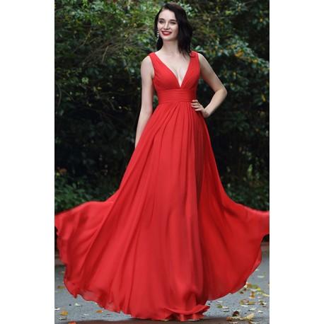 Společenské jednoduché červené dlouhé šaty s hlubokým véčkovým výstřihem a44fd09790