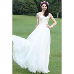 Svatební bílé jednoduché šaty s dlouhým krajkovým rukávem a hlubokým lodičkovým výstřihem