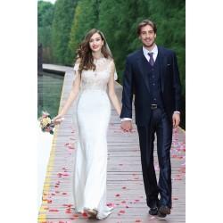 Svatební bílé překrásné úzké šaty s krajkovým živůtkem a svůdně průsvitnými zády