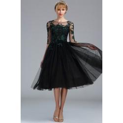 Společenské nádherné černé tylové šaty s tmavě zelenou výšivkou a dlouhým rukávem