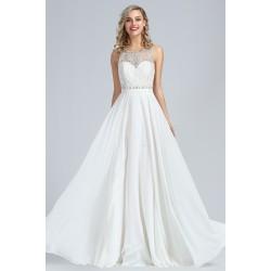 Svatební bílé dlouhé jednoduché šaty s ojedinělou krajkou a topem zdobeným krásnými kamínky