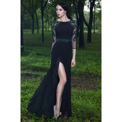 Společenské nádherné černé dlouhé šaty s tmavě zelenou výšivkou a delším rukávem