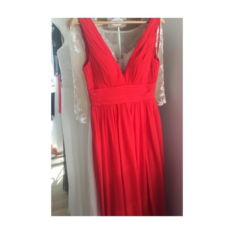 ... Společenské jednoduché červené dlouhé šaty s hlubokým véčkovým výstřihem  ... 75e162af7f