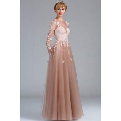 fecb408fdb2f Překrásné princeznovské společenské dlouhé světle hnědé tylové šaty zdobené  světlou krajkovou aplikací a dlouhým rukávem