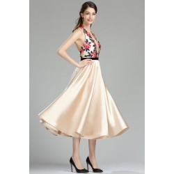 Společenské velice půvabné do půli lýtek dlouhé béžové šaty s holými zády a barevnými květy vyšívaným topem