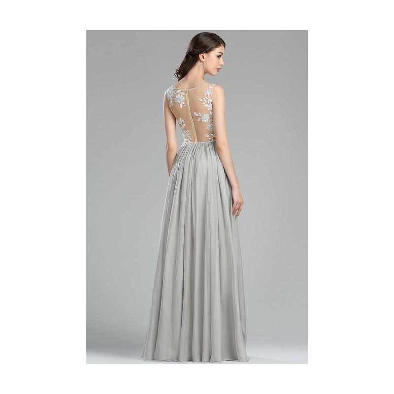 3b97ad0afd6 ... Společenské velice půvabné světle šedé šaty s tylovým živůtkem pošitým  bílou květinovou krajkou a jemnými kamínky ...
