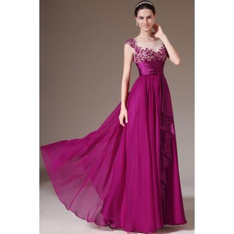 Večerní plesové luxusní bordó šaty s krásnou výšivkou a pasem zdůrazňujícím siluetu