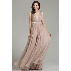 Společenské krásné jednoduché světle hnědé šaty bez rukávu s tylovými krajkou zdobenými zády
