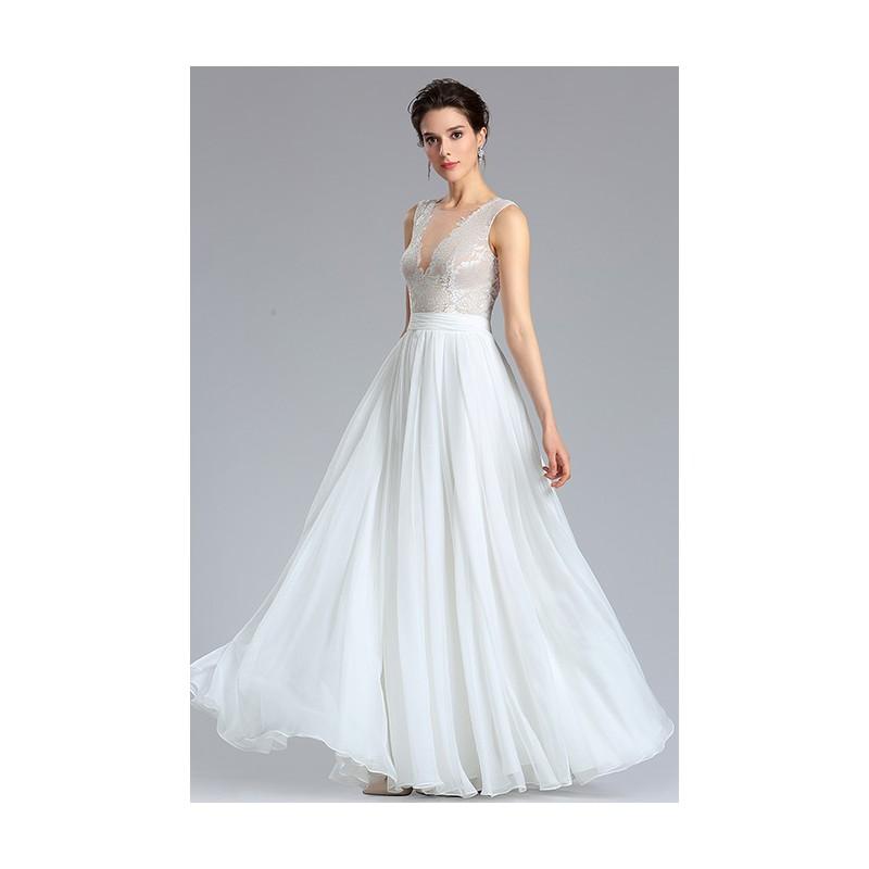 62030f361e7 ... Svatební bílé šaty s hlubokým sexy véčkovým výstřihem a nádhernou  průsvitnou krajkou ...