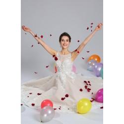 Naprotso nádhetné a úchvatné světle béžové šaty bez rukávků pošité květinovou aplikací