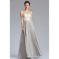 Velice půvabné a jemné dlouhé šedé šaty s bílým krajkovým topem a saténovým pásečkem