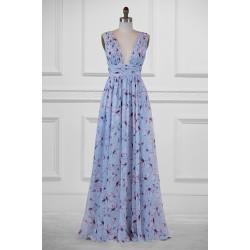 Společenské dlouhé nádherné bledě modré šaty s potiskem lila květin s hlubokým výstřihem