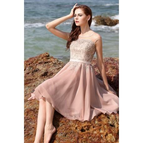 f05a9260ab75 Půvabné nádherné elegantní světle růžové krátké šaty s ručně zdobeným  živůtkem
