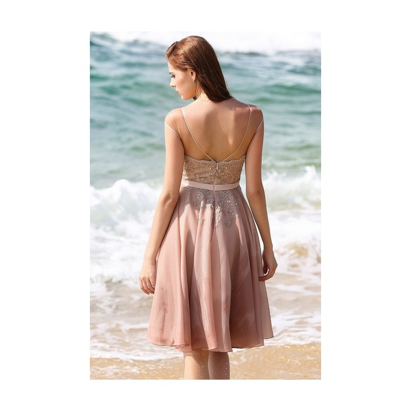 8e1dbde408b7 ... Půvabné nádherné elegantní světle růžové krátké šaty s ručně zdobeným  živůtkem ...