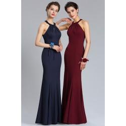 Společenské plesové jednoduché dlouhé modré nebo bordó úzké šaty ke krku a s odhalenými zády