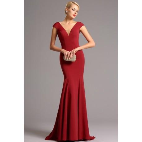 Společenské dlouhé jednoduché červené úzké šaty s véčkovým výstřihem ve střihu mořské panny