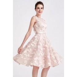 Nádherné dívčí světlounce růžové krátké šatičky s našitými kvítky a saténovým pásečkem