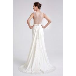 Nádherné jednoduché svatební ivory bílé úzké šaty s krajkovými zády a  krajkovou odepínatelnou vlečkou fca4629de0