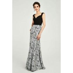 Velice půvabné a ojedinělé šaty s černým skládaným topem, širokými ramínky a černo bílou sukní s potiskem do střihu trumpet
