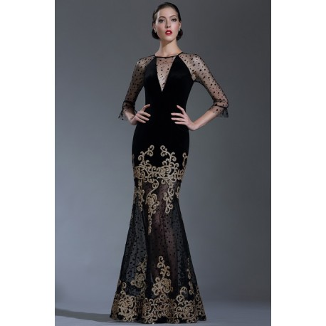 Přitažlivé velice působivé nádherné černé dlouhé šaty s výraznou zlatou krajkou na sukni a tylovými dlouhými rukávy