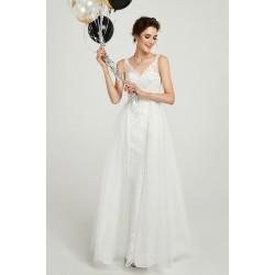Bílé svatební jednoduché dlouhé velice půvabné celokrajkové šaty s hlubokým véčkovým výstřihem na zádech